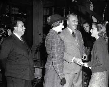 http://memorysong.tumblr.com/post/55628925909 Alfred Hitchcock, Gladys Cooper, Nigel Bruce, and Joan Fontaine on set