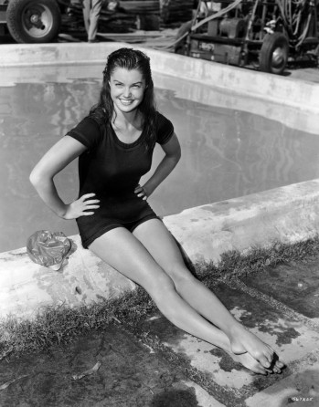 via: http://www.wearemoviegeeks.com/2013/06/esther-williams-dead-at-91/