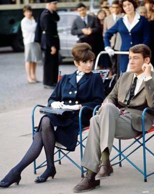 via: http://filmnoirphotos.blogspot.com/2011/09/on-set-audrey-hepburn.html