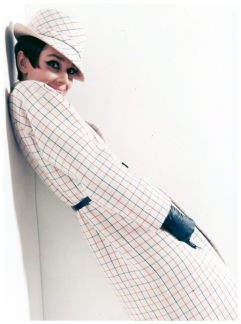 via: http://pleasurephoto.wordpress.com/2012/10/26/audrey-hepburn-at-the-studio-de-boulogne-during-the-making-of-how-to-steal-a-million-in-paris-photograph-by-douglas-kirkland-1965/