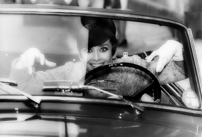 via: http://audreyhepburninblackandwhite.tumblr.com/post/29081858100/audrey-hepburn-behind-the-scenes-of-how-to-steal-a