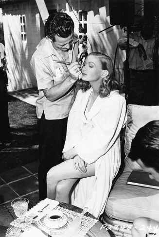 Veronica Lake on the set of Sullivan's Travels via: http://letters-to-loretta.tumblr.com/post/91346420502/veronica-lake-on-the-set-of-sullivans-travels
