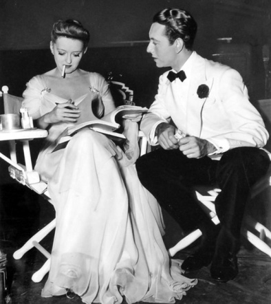 via: http://acertaincinema.com/media-tags/now-voyager/