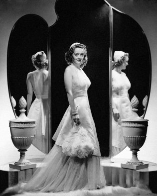 via: http://chicvintagebrides.com/index.php/style-icon/style-icon-bette-davis/