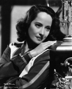 via: http://acertaincinema.com/media-tags/merle-oberon/