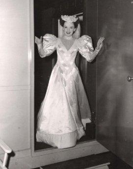 via: http://vintagefilmpropsandcostumes.blogspot.com/2011/06/judy-garland-harvey-girls.html