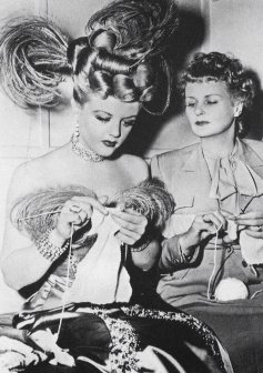 via: http://tracylord.tumblr.com/post/60829203059/trixiedelight-angela-lansbury-on-the-set-of-the