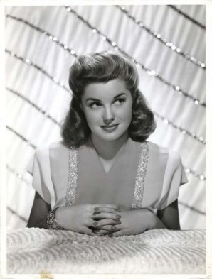 via: http://estherwilliams-dawn.blogspot.com/2010/04/esther-williams.html