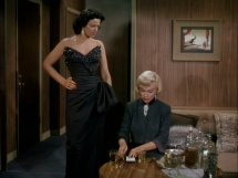 Marilyn Monroe mixes a sleeping potion into a cocktail in Gentlemen Prefer Blondes