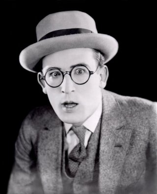 Harold Lloyd via: http://www.doctormacro.com/Movie%20Star%20Pages/Lloyd,%20Harold.htm