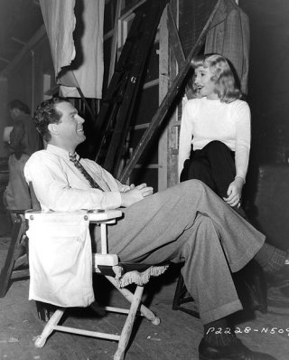 via: http://filmmakeriq.com/lessons/film-screening-double-indemnity/