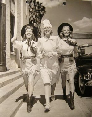 via: http://dawn-bettygrable.blogspot.com/2010/12/photo-from-moon-over-miami-1941.html