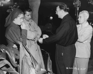 Greer, Mitchum, and Tourneur on set via: http://www.tcm.com/tcmdb/title/361/Out-of-the-Past/#tcmarcp-145740