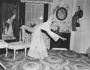 via: http://www.zeusdvds.com/the-belle-of-new-york-1952-dvd/