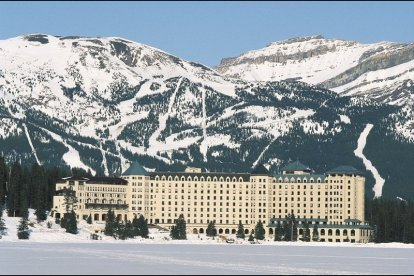 via: http://www.fairmontmoments.com/destinations/canada/the-fairmont-chateau-lake-louise/the-fairmont-chateau-lake-louise